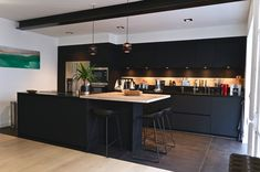 Kitchen Room Design, Home Decor Kitchen, Kitchen Dining, Dark Living Rooms, Home Board, Black Kitchens, Küchen Design, Next At Home, Home Goods