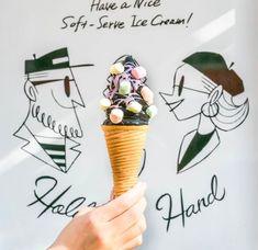 ■H.B.H BLACK SOFT 竹炭を練り込んだ真っ黒なチョコレート味のソフトクリームです。全12種類以上のトッピングからお好きなトッピングをお選びいただき自分好みのソフトクリームをお楽しみください。香ばしいメープルコーンも最後まで美味しくお召し上がりいただける自慢のソフトクリームです。 Okinawa, Hands