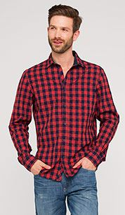 Shirt with textured pattern in red