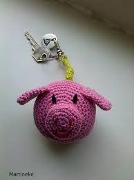 gratis patronen sleutelhangers haken - Google zoeken Keychains, Needle Felting, Catcher, Christmas Ornaments, Sewing, Knitting, Holiday Decor, Google, Diy