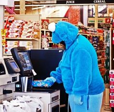 20 Funny Customers Who Made Shopping Amusing For Passers By - bemethis Funny Walmart People, Funny People, Walmart Shoppers, Walmart Humor, Haha, Only At Walmart, Funny Memes, Jokes, It's Funny
