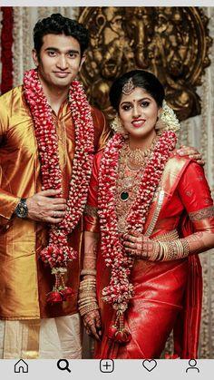 South Indian Bride Saree, Kerala Wedding Saree, Kerala Bride, Hindu Bride, Saree Wedding, Indian Wedding Flowers, Flower Garland Wedding, Cute Couples Photography, Wedding Photography Poses