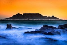 Pro photographer and WT Trip Leader Dana Allen shares his shot of Table Mountain in Cape Town, South Africa. Cool Pictures, Beautiful Pictures, Cape Town South Africa, Mysterious Places, Table Mountain, Famous Landmarks, Sunset Photos, Heaven On Earth, Trees To Plant