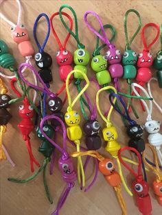 doll making Monstertjes die geluk brengen. Crafts To Make, Fun Crafts, Crafts For Kids, Arts And Crafts, Bead Crafts, Jewelry Crafts, Diy Cadeau, Diy Keychain, Fairy Dolls