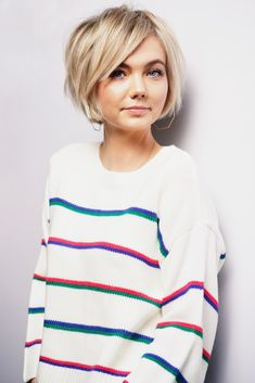 Short Blunt bob - - Kurzer stumpfer Bob - - , Short Blunt bob - - , curl hairstyle Source by Hair Tutorials For Medium Hair, Medium Hair Styles, Curly Hair Styles, Bob Haircuts For Women, Short Bob Haircuts, Short Hair Cuts For Women Bob, Bob Haircut Fine Hair, Ideas For Short Hair, Short Hair For Girls