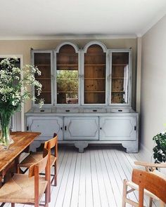 Canine Patrol Party: 60 theme decor ideas - Home Fashion Trend Kitchen Nook, Kitchen Dining, Dining Rooms, Dining Table, Swedish House, Interior Decorating, Interior Design, Maximalism, Bradford