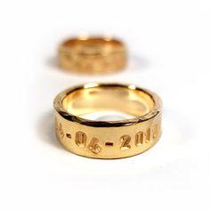 WASZE OBRĄCZKI ©     Obrączki ze złota z wybita datą ślubu  http://waszeobraczki.pl