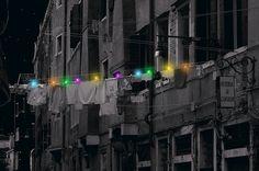 ไม้หนีบพลังแสงอาทิตย์ พลิกเส้นสายราวตากผ้าเป็นงานศิลป์สีสดใส