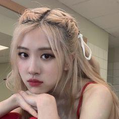 Kim Jennie, Kpop Girl Groups, Kpop Girls, Seulgi Instagram, Foto Rose, Rose Tumblr, Rose Icon, Blackpink Photos, Kim Jisoo