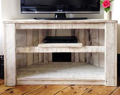 Handmade Rustic Corner Table/Tv Stand With Shelf. Reclaimed and Recycled Wood - White Pallet Furniture Designs, Wooden Pallet Furniture, Diy Furniture, Pallet Bench, Wooden Pallets, Diy Pallet, Corner Tv Stands, Corner Tv Unit, Corner Space