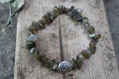 Flashy Labradorite Stone Chip Bracelet/ Flashy por CrystalJunkyz