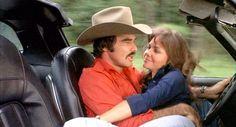 "Burt Reynolds y Sally Field en ""Los Caraduras"" (Smokey and The Bandit), 1977 Burt Reynolds, Jackie Gleason, Smokey And The Bandit, Forrest Gump, 3 Movie, Movie Stars, Bandits Costume, Mode Disco, Cinema Tv"