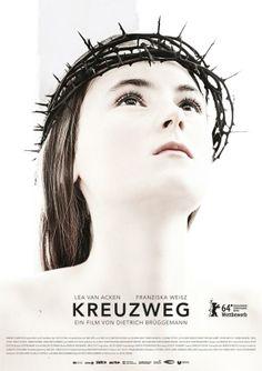 Mein Film Nr. 5 bei der Berlinale 2014: KREUZWEG von Dietrich Brüggemann über fundamentalistische Katholiken, die ein 14jähriges Mädchen einschnüren und seelisch missbrauchen. Ein in Zeiten der Wiederkehr gewisser religiöser Sehnsüchte sehr aktueller Film, der aus nur 14 Einstellungen, die bis zu 15 Minuten lang sind, besteht. Starr wie die fundamentalistischen Katholiken im Film, aber keineswegs langweilig. Und auch wenn es einige Lacher im Kinosaal gab: Ein bedrückender Film.