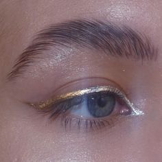 Simple, dewy makeup with gold-lined blue eyes Makeup Goals, Makeup Inspo, Makeup Inspiration, Makeup Tips, Eye Makeup, Makeup Art, Beauty Make-up, Beauty Hacks, Eyeshadow Tips