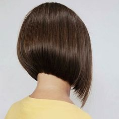 """It can not be repeated enough, bob is one of the most versatile looks ever. We wear with style the French """"bob"""", a classic that gives your appearance a little je-ne-sais-quoi. Here is """"bob"""" Despite its unpretentious… Continue Reading → Asymmetrical Bob Haircuts, Stacked Bob Hairstyles, Short Bob Haircuts, Long Bob Hairstyles, Short Hair Lengths, Short Hair Cuts, Back Of Bob Haircut, Bobs For Thin Hair, Hair Trends"""
