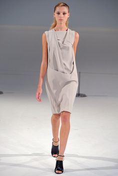 See the complete Chalayan Spring 2012 Ready-to-Wear collection.
