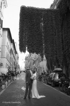 Beautiful Brandi and Wilson at a typical street in central Rome. Love the ivy! www.weddingsinrome.com