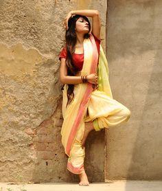 My Saree Wardrobe: Photo Beautiful Girl Indian, Beautiful Saree, Beautiful Indian Actress, Kashta Saree, Saree Poses, Indian Photoshoot, Saree Photoshoot, Indian Dresses, Indian Outfits
