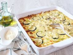 courgette, oignon, gruyère râpé, oeuf, crème fraîche, beurre, sel, poivre Starchy Vegetables, Spaghetti Squash Recipes, French Food, Foods To Eat, Entrees, Macaroni And Cheese, Zucchini, Vegetarian Recipes, Appetizers
