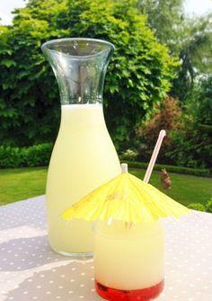 Zitronen Limonade im Thermomix selbst gemacht für die Sommerparty. Schnell, einfach und mit gewünschten Zutaten. Auch toll mit Grapefruit! https://einfachstephie.de/2013/06/27/selbst-gemachte-zitronenlimonade-erfrischend-sommerlich/