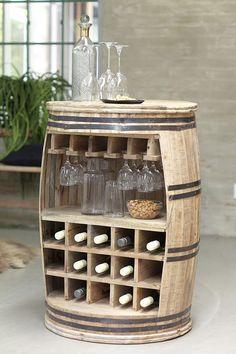 Modtag dine gæster ved dette unikke møbelstykke fra Canett Furniture. Samtalebord lavet som en vintønde med plads til 15 flasker og ca. 20 vinglas. Et festligt samlingssted for familie og venner til dit køkken, stue eller barkælder. Forhandles af AUBO Køkken & Bad. #vintønde