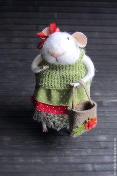 Игрушки животные, ручной работы. Ярмарка Мастеров - ручная работа Мышка. Handmade mouse woman with bag.