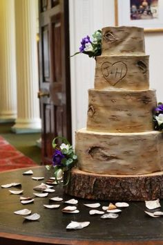 Here's a pic of my favourite cake to date. A rustic Silver Birch log wedding cake that I made for a wedding this weekend. Perfect design for an Autumn wedding. I just LOVE making cakes that look like the real thing and I also love rustic themed...