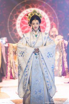 W u X i a — Legend of Phoenix Warriors 《凤凰无双》 Wang Likun. Oriental Fashion, Asian Fashion, Girl Film, Traditional Gowns, Asian History, Chinese Clothing, Hanfu, Chinese Style, Asian Beauty