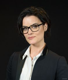 Jaimie Alexander New York Moves Power Women Forum Celebstills Jaimie Alexander Actresses With Black Hair, Jaimie Alexander, Hair Affair, Girls With Glasses, Hollywood Celebrities, Cut And Style, Powerful Women, Gorgeous Women, Beauty Women