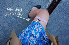 How to ride a bike in a skirt - Bicycle skirt garter clip. Bike Panniers, Bicycle Women, Bicycle Girl, Cycle Chic, Bike Style, Bicycle Accessories, My Ride, Bike Life, Clever