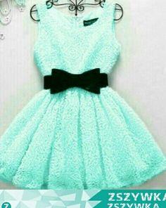 Miętowa sukienka.