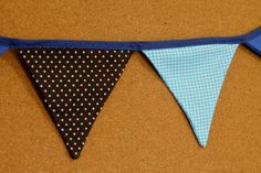 Presentes e Mimos - Bandeirinhas de tecido - Azul e Marrom II -  {Pronta-entrega} - faixa com aproximadamente 1,40 m - 10 bandeirinhas de tecido com fino acabamento - cada bandeirinha mede aproximadamente 12 cm x 12 cm - www.tuty.com.br #tuty #presentes #mimos #bandeirinhas #tecido
