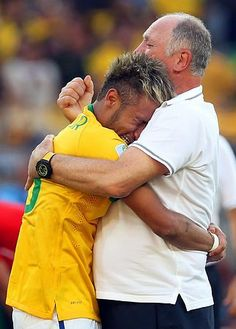 Neymar, hugs his coach, Luiz Felipe Scolari, after Brazil won the penalty shootout against Chile in the World Cup Brazil World Cup, World Cup 2014, World Cup Teams, Fifa World Cup, Neymar Jr, Good Soccer Players, Best Player, World Championship, I Love Him