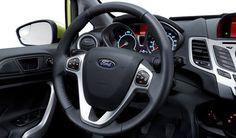 El volante se adapta a cualquier conductor con su columna de dirección abatible y telescópica, permite conducir cómodamente sin perder el contacto con el resto de los controles y alcanzar a verlo todo. #FordFiesta2013 Racing Wheel