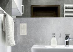 Minimal home Minimal Home, Bathroom Lighting, Minimalism, Bathtub, Mirror, Luxury, Furniture, Design, Home Decor