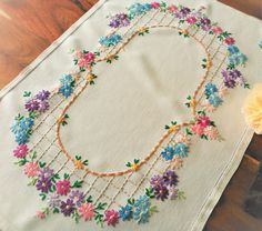 Check out this item in my Etsy shop… Hand Embroidery Designs, Vintage Embroidery, Embroidery Patterns, Crewel Embroidery, Embroidery Dress, Vintage Sewing Rooms, Vintage Linen, Bordados E Cia, Arte Popular