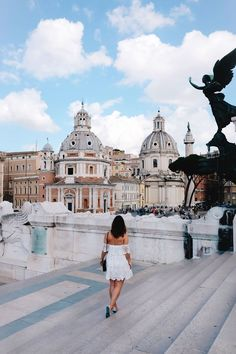 A guide to the best Airbnb apartment rentals in Italy, including Rome, Tuscany, Siena, Cinque . Cinque Terre, Rome Travel, Italy Travel, Weekend In Rome, Hotel Rome, Rome Hotels, Rome Guide, Voyage Rome, Bon Plan Voyage