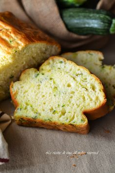 PLUMCAKE CON ZUCCHINE sofficissimo!Un impasto veloce,basta solo mescolare!  http://blog.giallozafferano.it/ricetteditina/plumcake-salato-con-zucchine/