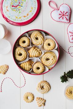 Vegan Danish Butter Cookies @ Wall Flower Kitchen: You absolutely need to bake all these delicious vegan Christmas cookies! They are scrumptious, delicious and EVERYONE will love them! Vegan Christmas Cookies, Christmas Desserts, Christmas Baking, Cookies Vegan, Christmas Pudding, Vegan Treats, Vegan Desserts, Vegan Recipes, Vegan Food