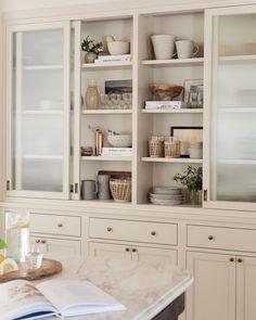 Kitchen Interior, New Kitchen, Kitchen Decor, Kitchen Design, Kitchen Ideas, Dinning Room Shelves, Kitchen Shelves, Kitchen Cabinets, Amber Interiors