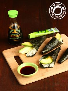 AIP Vegan Avocado Cucumber Hand Rolls—How to make hand rolls step-by-step at home! Fill with cauliflower rice instead of rice Vegan Sushi, Vegan Foods, Vegan Dishes, Raw Vegan, Vegan Vegetarian, Sushi Sushi, Raw Food Recipes, Cooking Recipes, Healthy Recipes