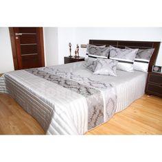 Prehoz na posteľ striebornej farby s prešívaným vzorom