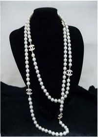 chanel pearl necklace. celebrity fashion. chanel pearl necklacechanel necklace e