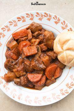 Wegański gulasz węgierski » Jadłonomia · wegańskie przepisy nie tylko dla wegan Goulash, Veg Recipes, Recipies, Almond, Food Porn, Food And Drink, Vegetarian, Meals, Vegan