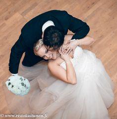 Hääillan tunnelmia #dance #weddings #photography #hääkuvaus #turku #hääkuvaaja Wedding Photography, Dance, Weddings, Wedding Dresses, Fashion, Dancing, Bride Dresses, Moda, Bridal Gowns