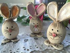 Easter Bunnies – Cheeky Bunny Gang – hecho a mano por en DaWanda Clay Projects, Clay Crafts, Diy And Crafts, Easter Bunny, Easter Eggs, Kids Clay, Cardboard Sculpture, Pottery Animals, Diy Ostern