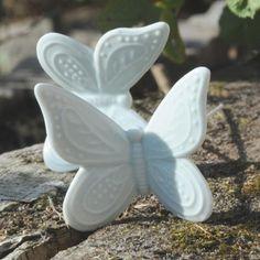 Pastel lyseblå Sommerfugl i porcelæn  ***Find Alle Nyhederne på www.galleri-hebe.dk - Håber vi ses :)