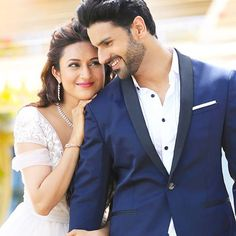 Famous Bollywood celebrity couple, Divyanka Tripathi and Vivek Dahiya tied the knot in a series of glamorous wedding festivities! Take a look at their wedding photos here. Pre Wedding Poses, Pre Wedding Photoshoot, Wedding Couples, Wedding Shoot, Wedding Pics, Wedding Album, Dress Wedding, Wedding Ideas, Indian Wedding Couple Photography