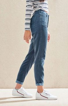 Take style pointers from the with the Dusty Blue Corduroy Mom Jeans by PacSun. These super trendy mom jeans are made from a corduroy fabric and boast a high-rise fit and a relaxed leg. Jean Outfits, Casual Outfits, Cute Outfits, Fashion Outfits, Fashion Edgy, Fashion Top, Casual Clothes, Fashion Brands, Fashion Shoes