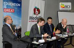 Reino Unido explora posibilidades de cooperación para las estrategias de educación, ciencia e investigación de Medellín. [Foto: Olegario Martínez]